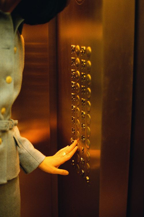 Elevator_Woman