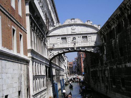 800px-Venezia-ponte_dei_sospiri