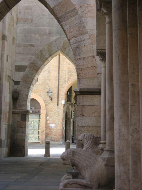 Dietro il Duomo