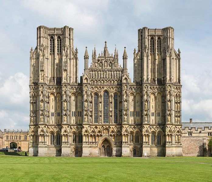 Wells_Cathedral_West_Face_Exterior,_UK_-_Diliff